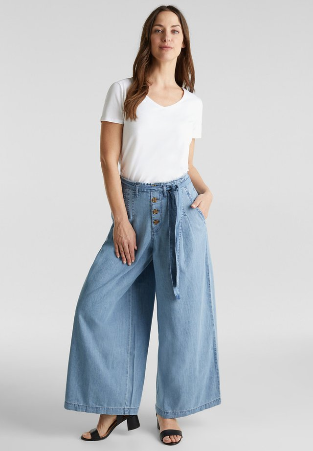 Flared jeans - blue light washed