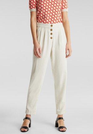 AUS LEINEN-MIX: CHINO MIT KNOPFLEISTE - Pantalon classique - sand