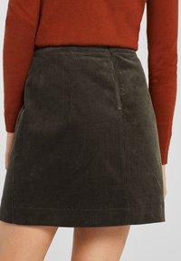 Esprit - MIT FRONTTASCHEN - A-snit nederdel/ A-formede nederdele - khaki green - 2