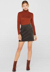 Esprit - MIT FRONTTASCHEN - A-snit nederdel/ A-formede nederdele - khaki green - 0