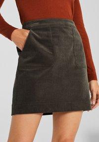 Esprit - MIT FRONTTASCHEN - A-snit nederdel/ A-formede nederdele - khaki green - 4
