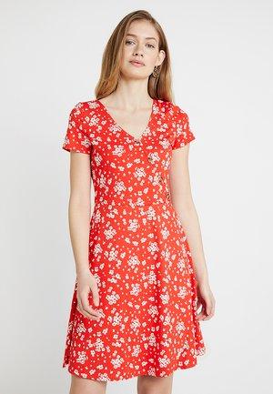 WRAP DRESS - Žerzejové šaty - red