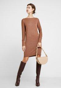 Esprit - DRESS - Strikket kjole - caramel - 2