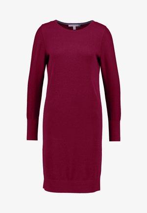 DRESS - Strikket kjole - garnet red