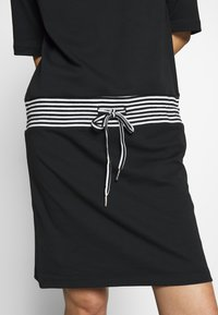Esprit - RETRO DRESS - Denní šaty - black - 5