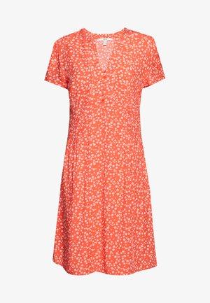 CORE FLUID - Denní šaty - coral