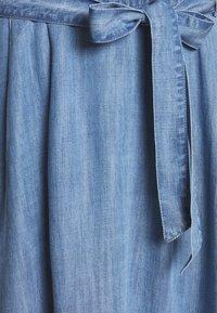 Esprit - DRESS MIDI - Vestito di jeans - blue light wash - 2