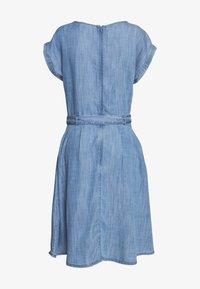 Esprit - DRESS MIDI - Vestito di jeans - blue light wash - 1