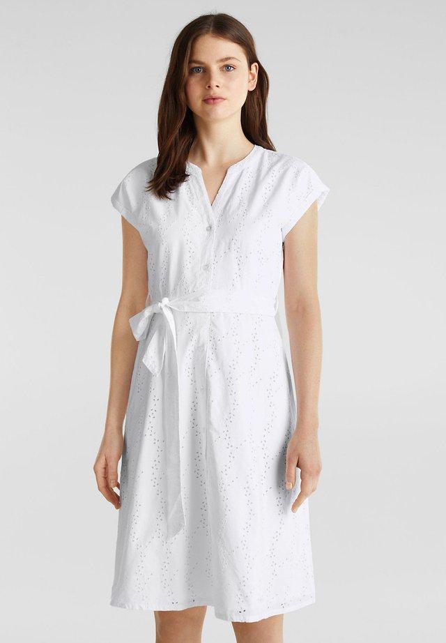 HEMDBLUSEN-KLEID MIT LOCHSTICKEREI - Korte jurk - white