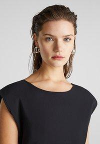 Esprit - KLEID MIT KNOPFLEISTE, 100% BAUMWOLLE - Korte jurk - black - 6