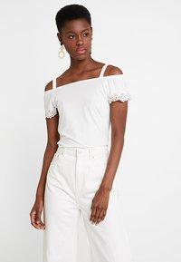 Esprit - POM POM TEE - T-shirt imprimé - off white - 0