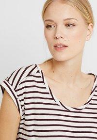 Esprit - BOYFRIEND - Print T-shirt - bordeaux red - 4