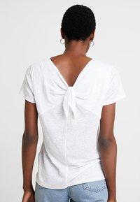 Esprit - BOW - T-shirt imprimé - white - 2
