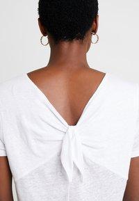 Esprit - BOW - T-shirt imprimé - white - 3