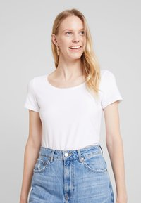 Esprit - CORE  - T-shirts - white - 0