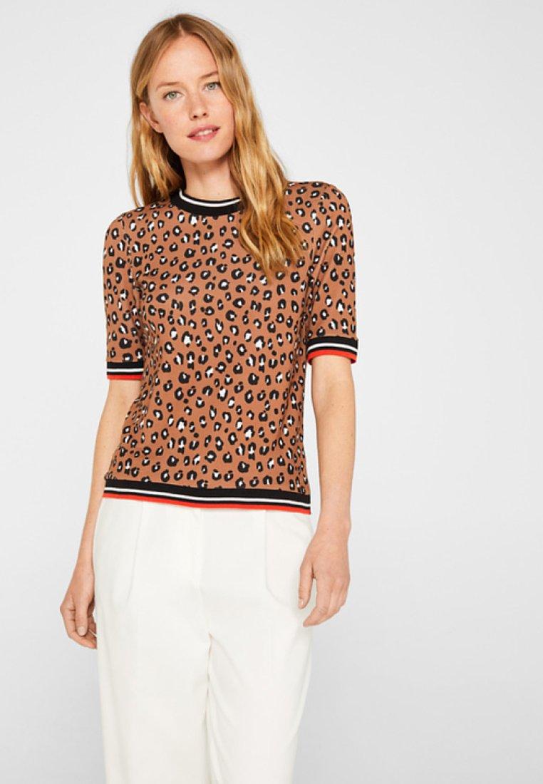 Esprit - MIT LEO-PRINT UND STRETCH - T-Shirt print - camel