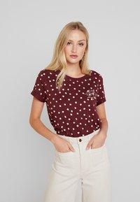 Esprit - CORE - T-shirt z nadrukiem - garnet red - 0