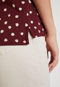 Esprit - CORE - T-shirt z nadrukiem - garnet red - 5