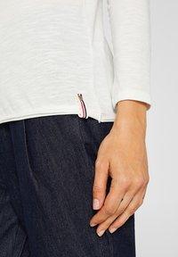 Esprit - MIT SLUB-STRUKTUR - Long sleeved top - off white - 3