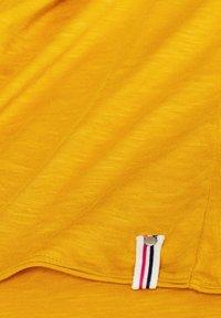 Esprit - MIT SLUB-STRUKTUR - Long sleeved top - honey yellow - 4