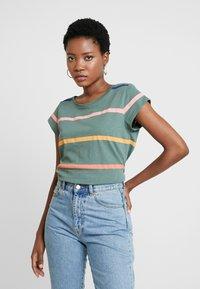 Esprit - CORE OCS AOP T - Print T-shirt - khaki green - 0