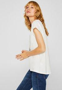 Esprit - MIT ARTWORK - T-shirt con stampa - off white - 3