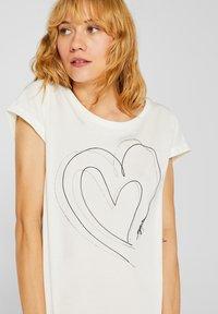 Esprit - MIT ARTWORK - T-shirt con stampa - off white - 4