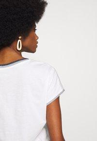 Esprit - CORE - T-shirt z nadrukiem - off-white - 5
