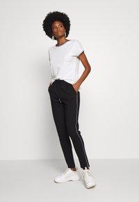 Esprit - CORE - T-shirt z nadrukiem - off-white - 1