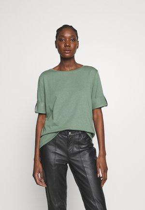 TEXTURE - T-shirt med print - khaki green