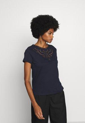 BANDANASCAF - T-shirts med print - navy