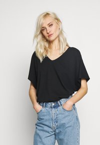Esprit - T-shirts - black - 0