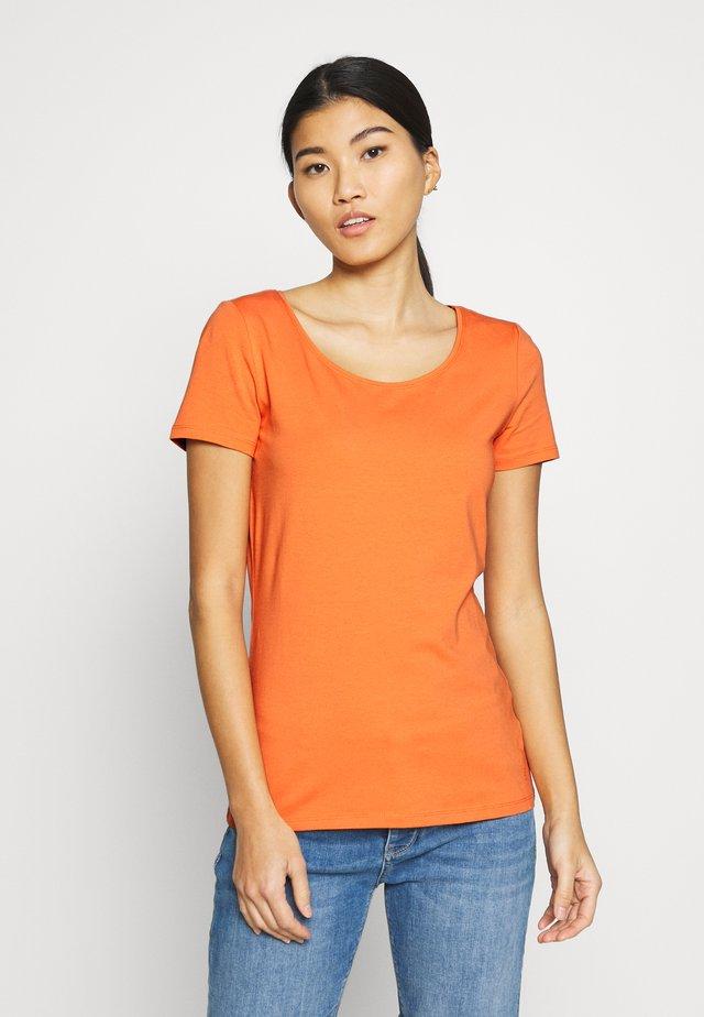 CORE OCS FLW T - Camiseta básica - rust orange