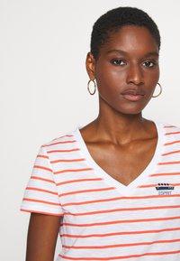 Esprit - CORE - T-shirt z nadrukiem - coral - 3