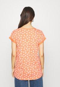 Esprit - CORE - T-shirt z nadrukiem - coral - 2