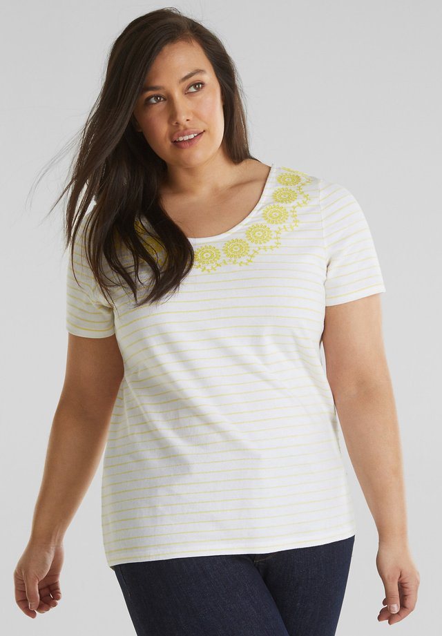CURVY SHIRT MIT STICKEREI, 100% BAUMWOLLE - T-shirt med print - bright yellow