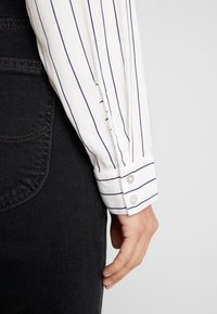 Esprit - ECOM - Button-down blouse - off white - 3