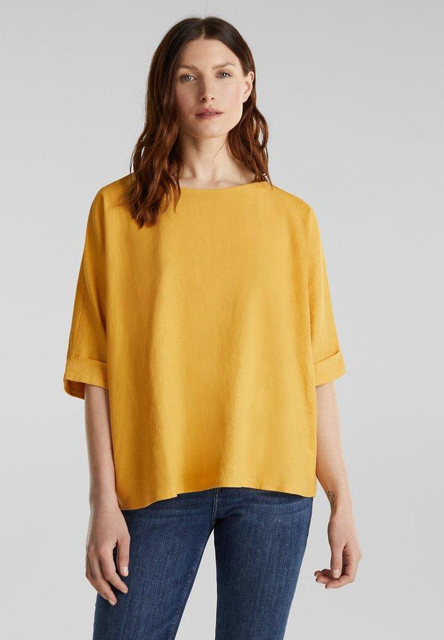 AUS LEINEN-MIX: BLUSE MIT KNOPFLEISTE - Blouse - honey yellow