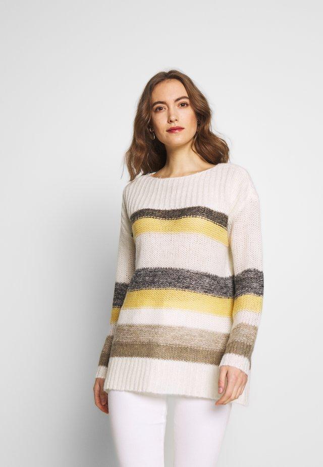 STRIPED - Stickad tröja - dusty yellow