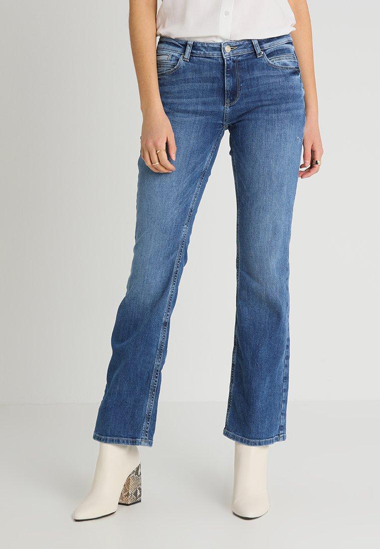 Esprit - OCS MR BOOTCUT - Jeans bootcut - blue denim