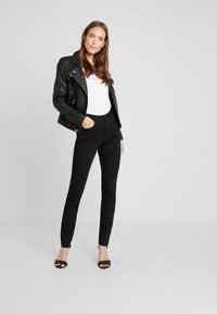 Esprit - Jeansy Slim Fit - black - 1