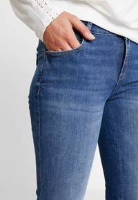 Esprit - Bootcut jeans - blue medium wash - 3