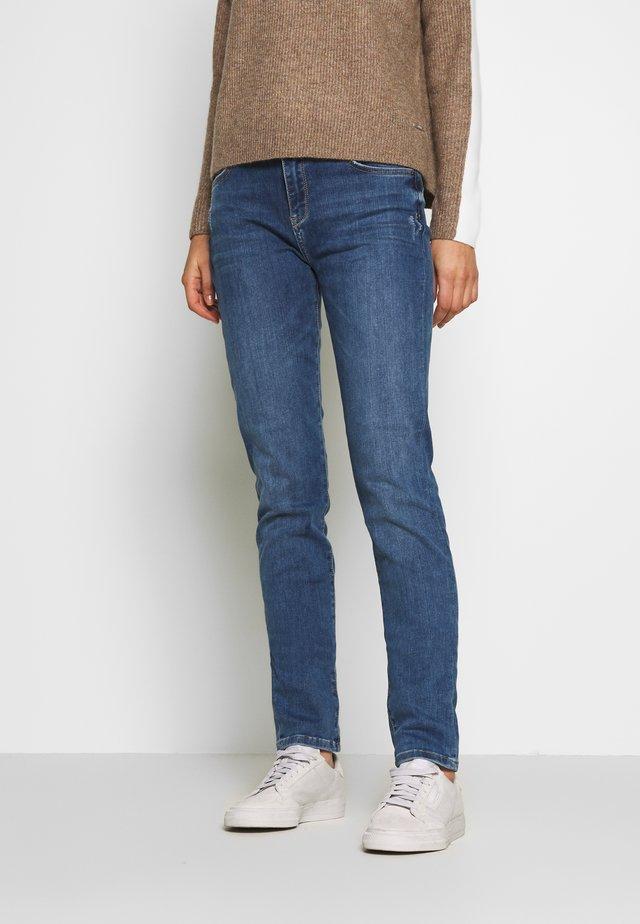 MR SLIM - Slim fit jeans - blue medium wash
