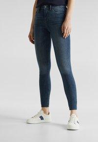 Esprit - KNÖCHELLANGE JEANS MIT OFFENEN SÄUMEN - Jeans Skinny Fit - blue dark washed - 3