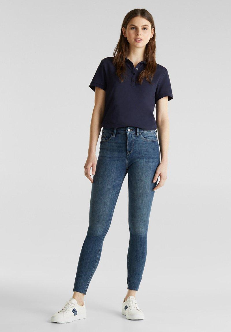 Esprit - KNÖCHELLANGE JEANS MIT OFFENEN SÄUMEN - Jeans Skinny Fit - blue dark washed