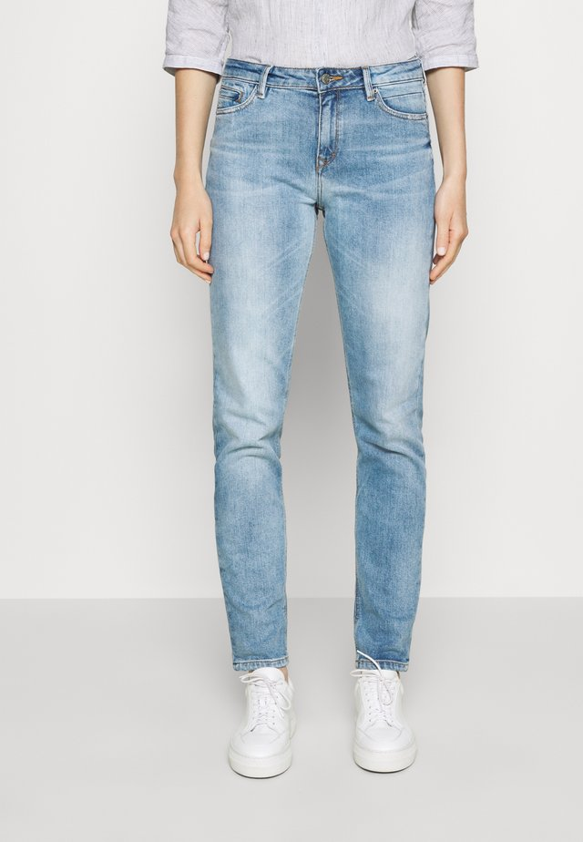 Jeans a sigaretta - blue light wash