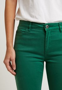 Esprit - CAPRI SLIM - Short - dark green - 5