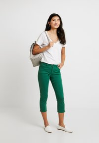Esprit - CAPRI SLIM - Short - dark green - 1