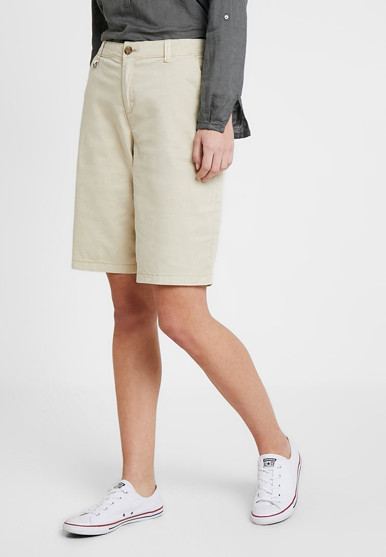 Esprit - BERMUDA - Shorts - light beige