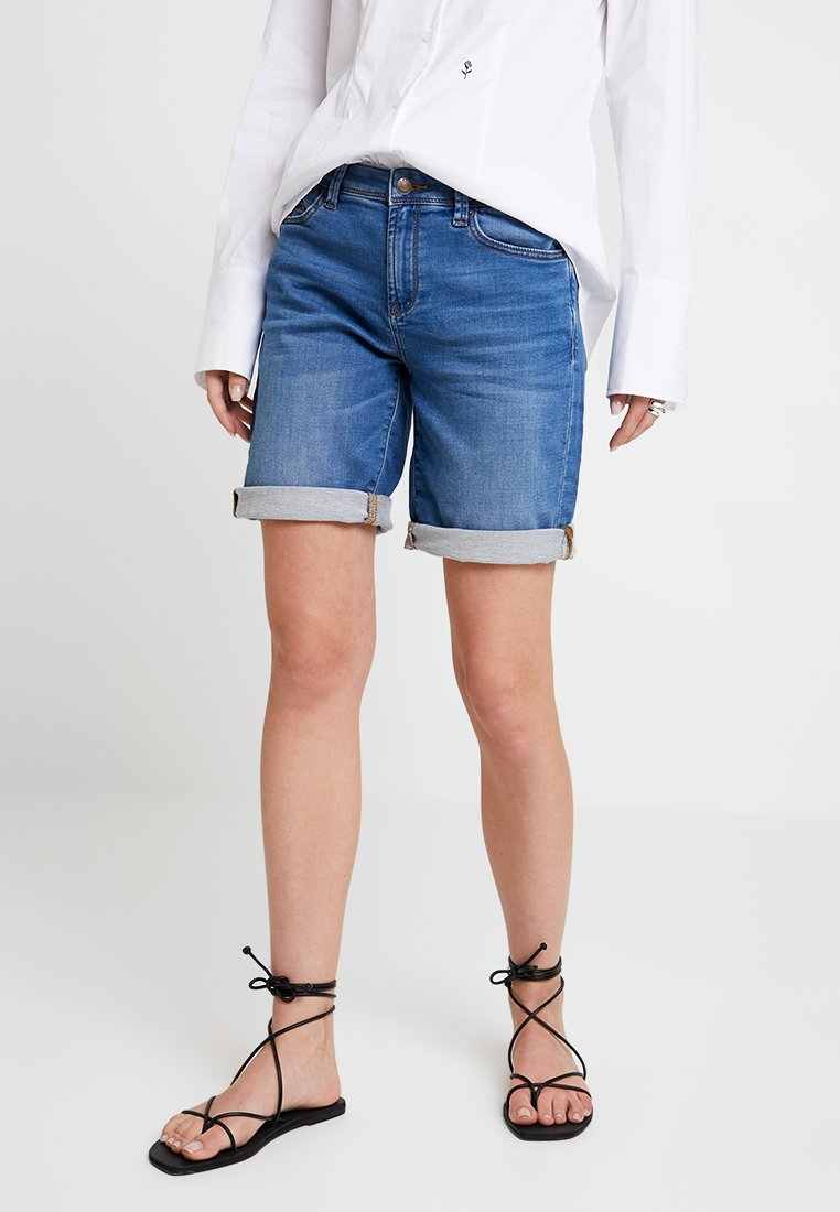 Esprit - Jeans Shorts - blue light wash